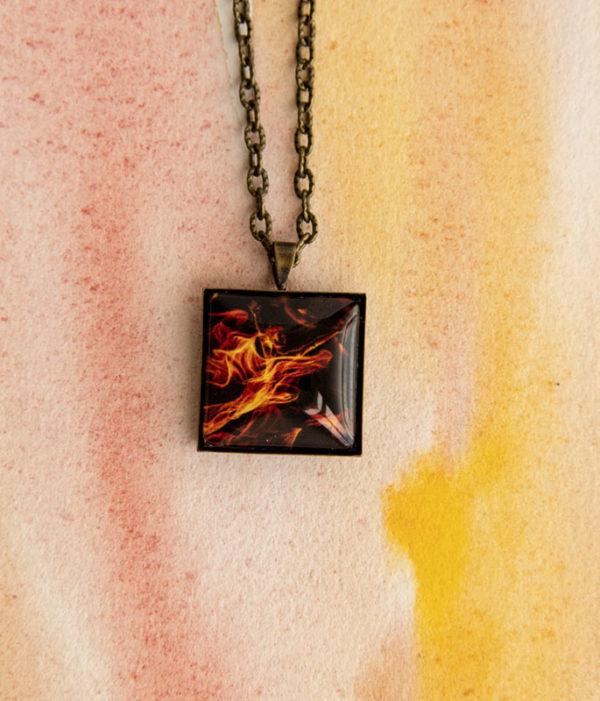 Collier Flamme carré